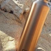 Ενα Ισοθερμικό μπουκάλι είναι απαραίτητo στην παραλία ↘ ↘ Www.Cookworld.gr. . .... . . #monbento #cookworldgr #reusablebottles #plasticfreeliving #zerowastelife
