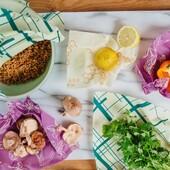 Προστατέψτε τα λαχανικά σας (και όχι μόνο) με τα κερομάντηλα της Bee's Wrap www.cookworld.gr Κατασκευασμένα από κερί μέλισσας, οργανικό βαμβάκι, βιολογικό έλαιο jojoba και ρετσίνι δέντρου. Είναι η βιώσιμη, φυσική εναλλακτική λύση αντί του πλαστικού περιτυλίγματος για την αποθήκευση τροφίμων . . . . . #cookworldgr #beeswrap #plasticfreeliving #plasticfree