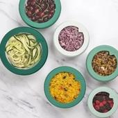 Γυάλινα καπάκια με σιλικόνη Food HuggersWww.cookworld.grΧωρίς BPA και φθαλικές ενώσεις-Η διάφανη επιφάνεια από γυαλί σας επιτρέπει να βλέπετε ανά πάσα στιγμή τι έχετε αποθηκεύσει -Ταιριάζουν στα μπολ που έχετε ήδη στο σπίτι -Διατηρούν το ψυγείο σας οργανωμένο -Δεν χρησιμοποιείτε πλαστική μεμβράνη -Εξοικονομείτε φαγητό και χρήματα -Ασφαλή στην κατάψυξη και στο πλυντήριο πιάτων . . . . . .#foodhuggers #foodhuggerslids #plasticfreeliving #kitchenessentials #cookworldgr
